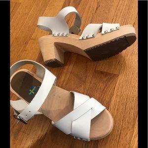 NWOB Mia Gertrude White Leather Clog size 7!